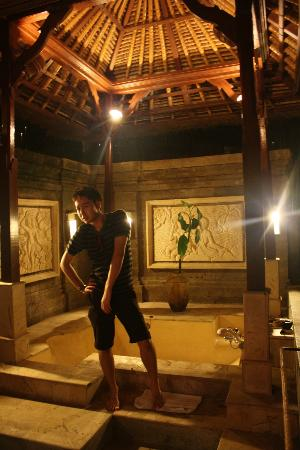 The Payogan Villa Resort & Spa: we was amazed by the bath tub
