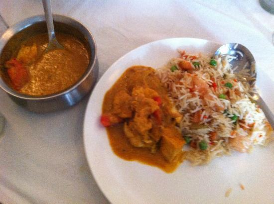 Maya Hotel & Restaurant: chicken masala with fried rice