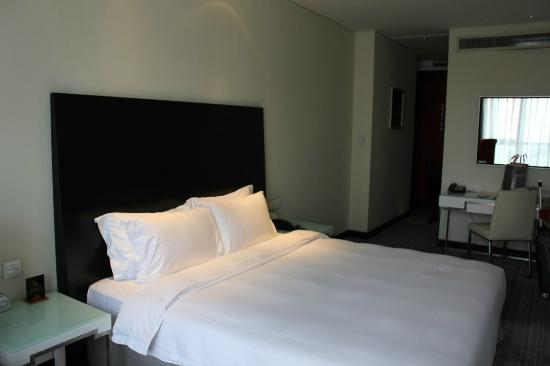 Ramada Parkside Beijing: Bed