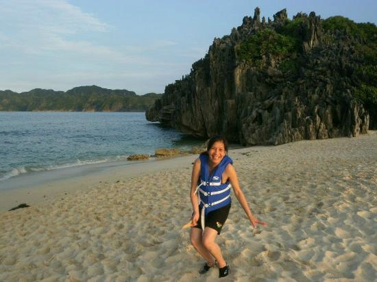 Matukad Island: the wonder of the fine sand and rock formation