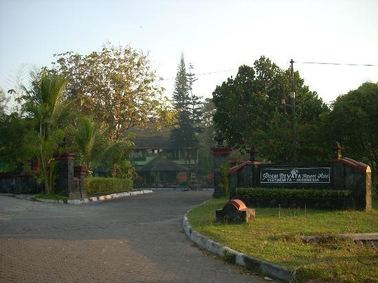 Poeri Devata Resort Hotel: 入り口