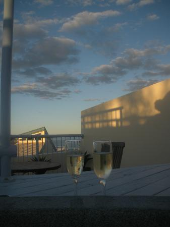 Castaway Cove: Champagne at the rooftop spa