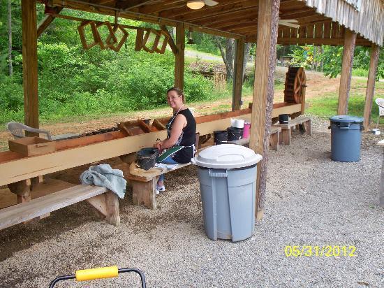 WagonMaster Ranch Fun Park & Gem Mine: Kim at Gem Mining Sluce at Wagonmaster Ranch
