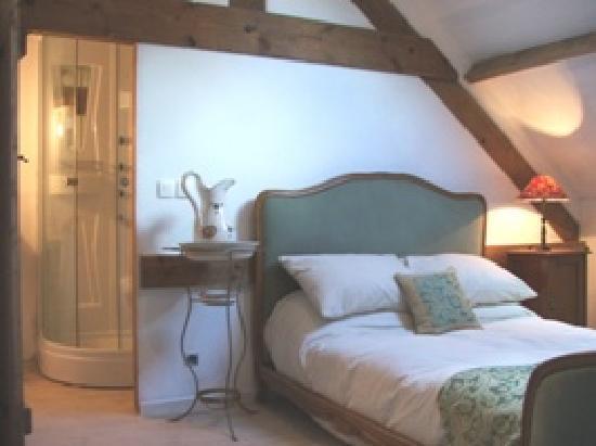 Le Castel: Voici gite - ensuite bedroom