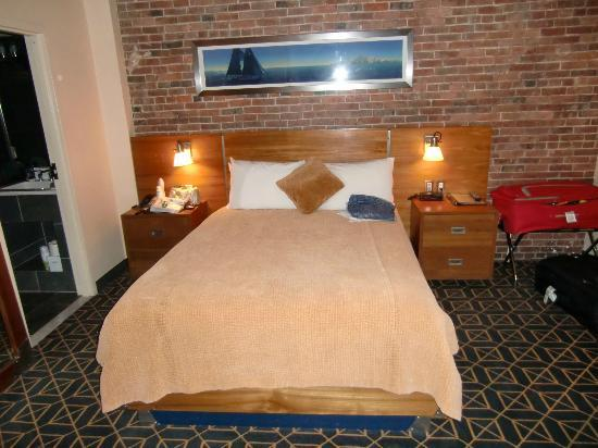 Harborside Inn: Atrium room