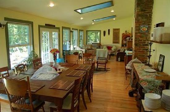 The Hayden Creek Inn: Breakfast Room