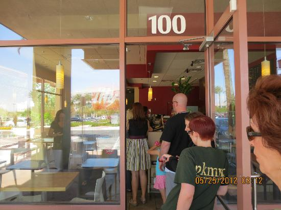 Baguette Cafe: Getting in line