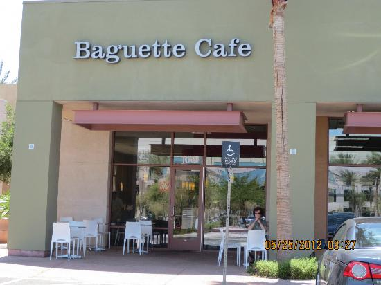 Baguette Cafe: Entrance w/patio seating