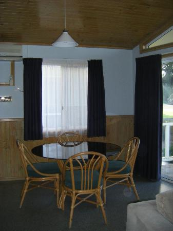 Kendalls on the Beach Holiday Park: Dining area with beach views