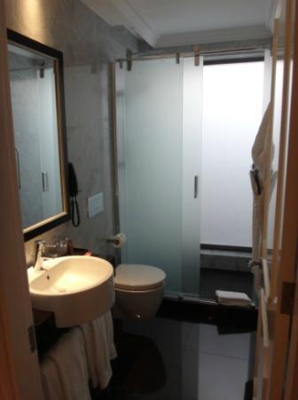 InterContinental Porto Palacio das Cardosas: Suite 2nd bathroom
