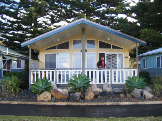 Kendalls on the Beach Holiday Park : #8 Beachfront Spa Cabin