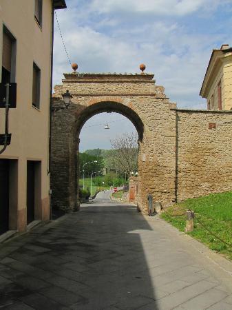 Ristorante La Mencia : Porta per accedere in Asciano