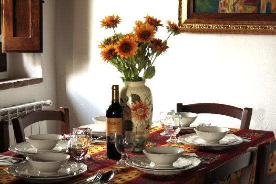 Villa Toscana La Mucchia: Table set at suite number 1