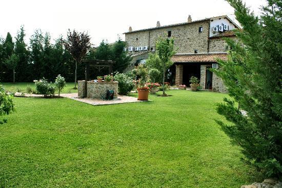 Villa Toscana La Mucchia: Back gardens
