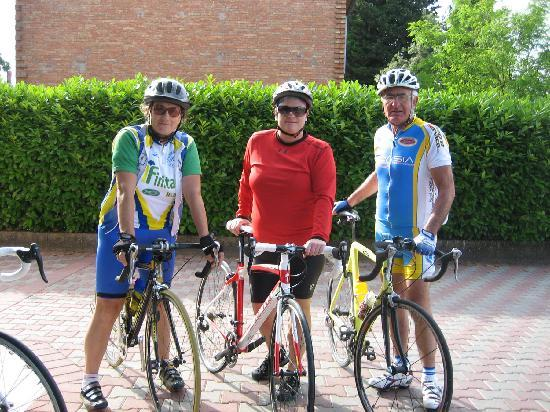 La Mucchia Casa Vacanza: Biking with Italian team