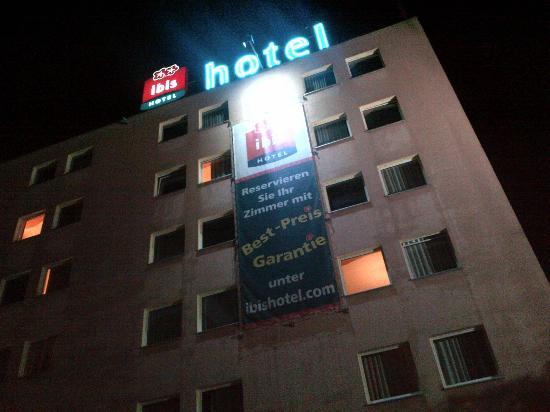 ibis Zurich Messe Airport: Hotel