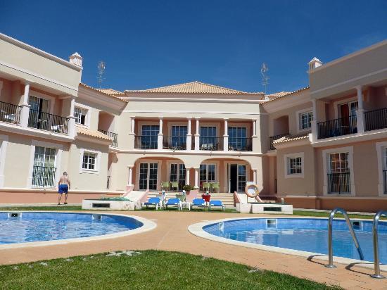 Aqua-Mar Aparthotel : Poolside