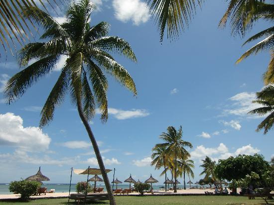 Sofitel Mauritius L'Imperial Resort & Spa: Park und Strand