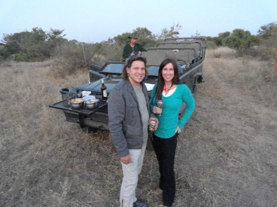 Shindzela Tented Safari Camp: Enjoying some beer and wine during the sunset drive