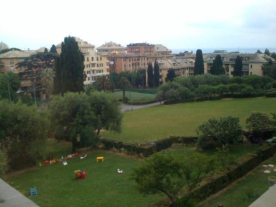 Soggiorno Marcelline Genova : veduta del parco dall'albergo