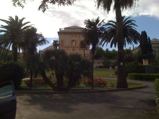 Soggiorno Marcelline Genova : dal cancello d'ingresso
