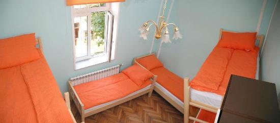 Belgrade Hostel Namaste: Green- 6 bed private room