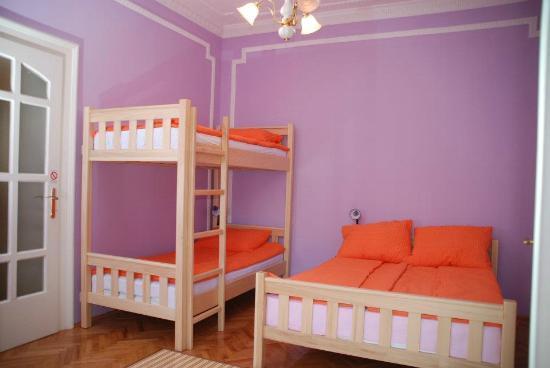 Belgrade Hostel Namaste: Violet-4 bed private room