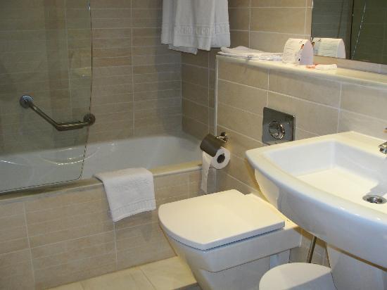 Hipotels Coma Gran Aparthotel: Bathroom