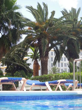 My Tivoli Ibiza Apartments: White mattressed sun lounger in background