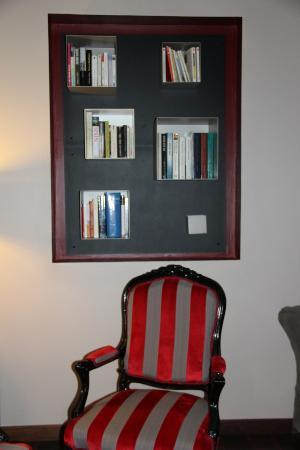 Hotel Meysset : Le coin salon/bibliothèque