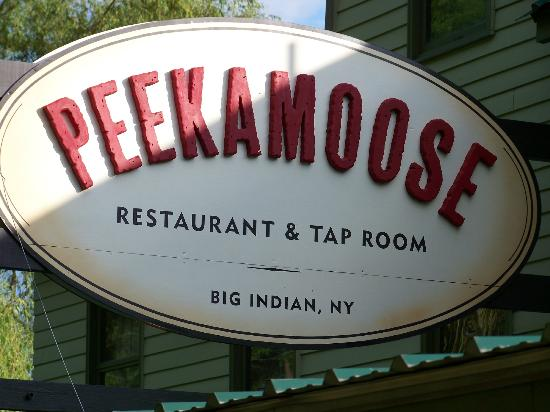 Peekamoose Restaurant: Sign in front of the restaurant