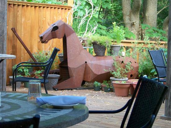 Peekamoose Restaurant: Horse on the deck