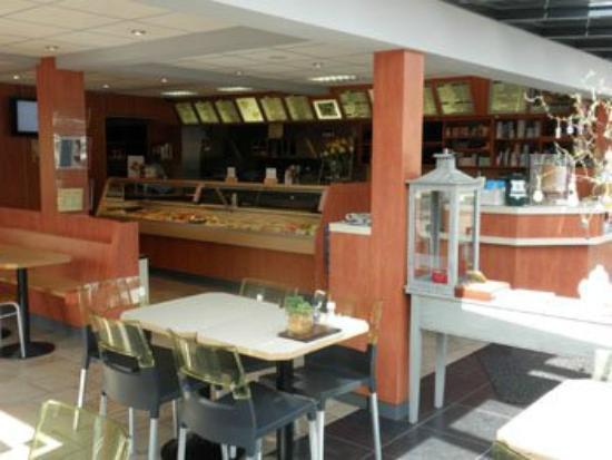 Interieur Cafetaria Rikken - Foto van Cafetaria Rikken, Groesbeek ...