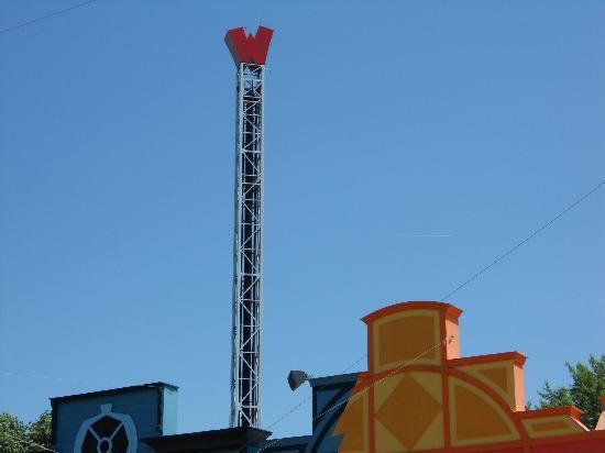 Les Avenieres, فرنسا: le totem (skunx tower)