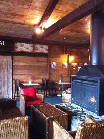 The Park Hotel Ruapehu: The fireplace