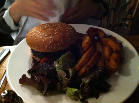 Jolis Mômes : cheese burger avec une excellente viande