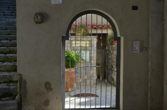 L'Antico Episcopio: L'ingresso