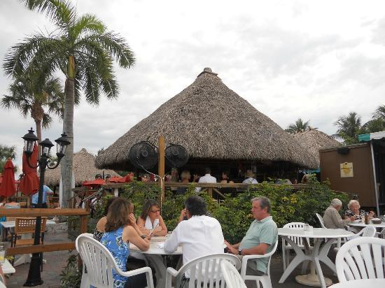 Waterway cafe outside seating picture of the waterway - Waterway cafe palm beach gardens ...