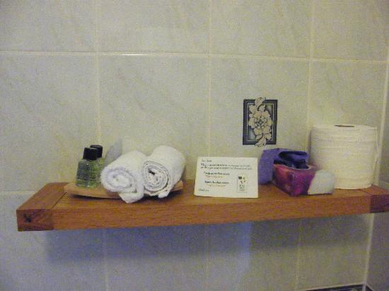 Almond Villa Guest House: everything what you need in the bathroom - provided