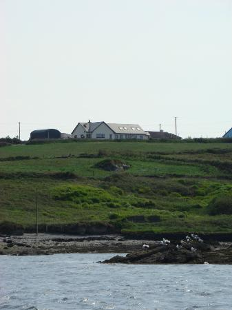 Portmagee Heights: B&B seen from the boat
