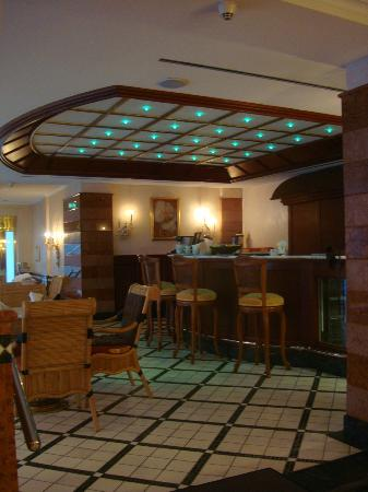 Althoff Seehotel Ueberfahrt: Pool bar