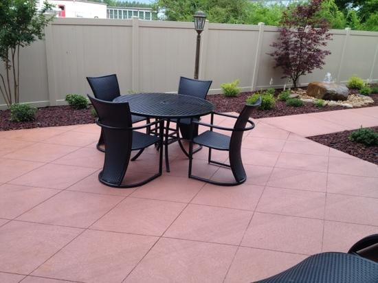 Holiday Inn Express & Suites Huntsville Airport: A portion of the Outdoor Patio
