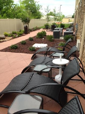 Holiday Inn Express & Suites Huntsville Airport: Outdoor Patio