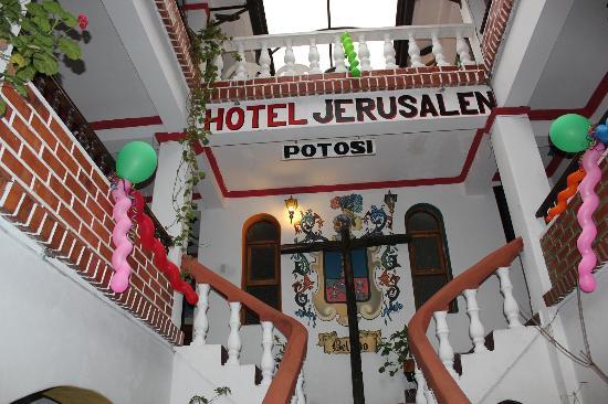 HI-Hotel Jerusalem: ホテル内部の外観