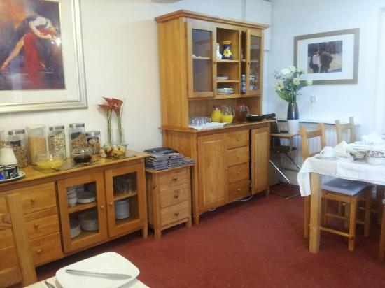 Castlecroft: Self service area in the breakfast room