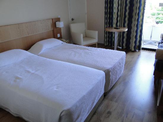 Louis Phaethon Beach : chambres avec 2 lits de 90cm