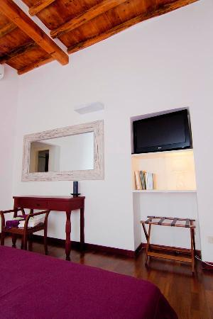 Capo d'Africa 4 Bed & Breakfast: camera viola (purple room)