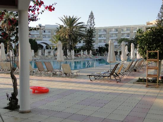 Louis Phaethon Beach : piscines