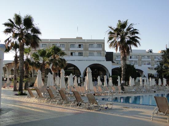 Louis Phaethon Beach : terrasses vues des piscines