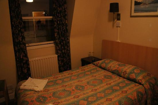 Sara Hotel: Room are small but it's clean